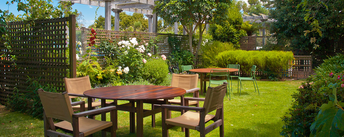 Elementos Y Arboles Que Dan Sombra Al Jardin Blog Hozelock - Arboles-que-dan-sombra